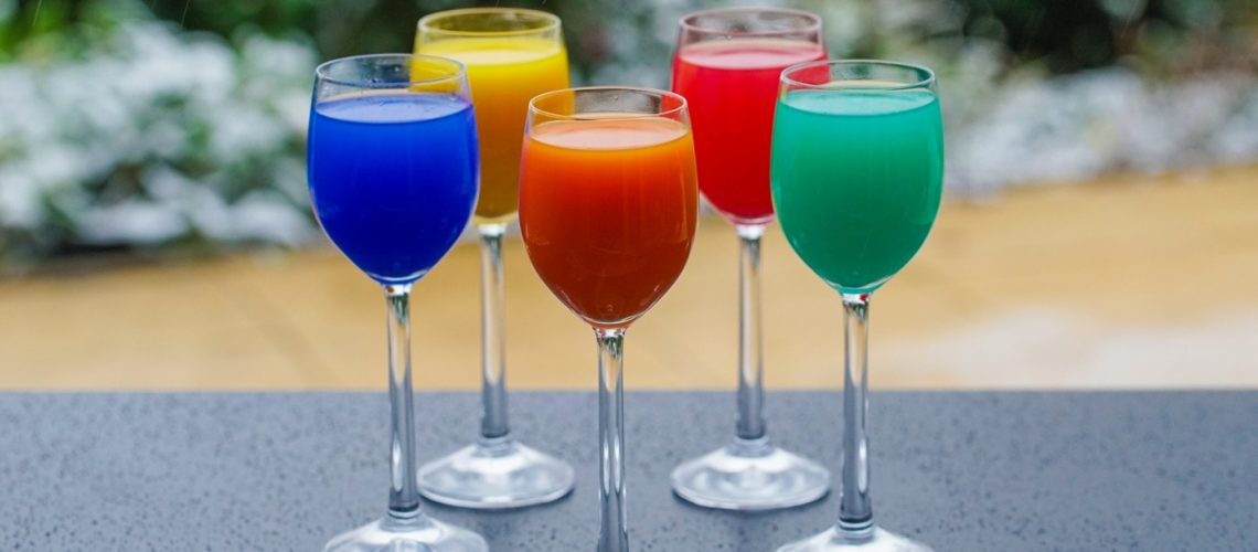 colorful-drinks-3252180_s-1392x929